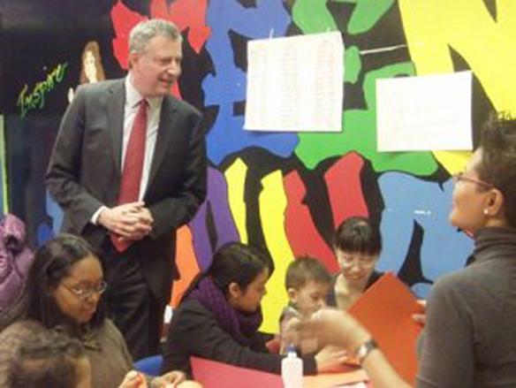 bill_de_blasio_visiting_east_harlem_kindergarten_3