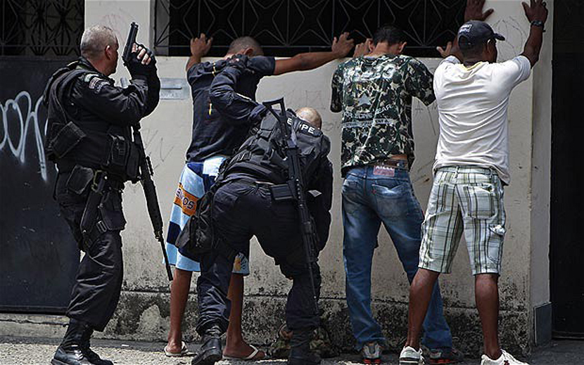 Police search gangs in Rio, Brazil (Photo: AP