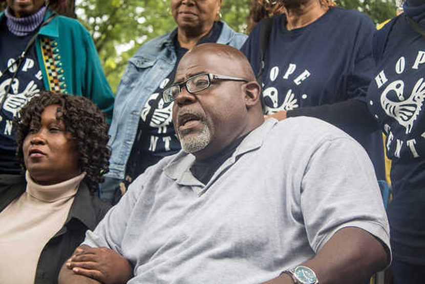 Jitu Brown with hunger striker Irene Robinson