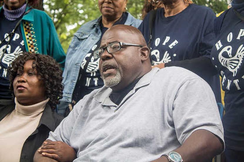Jitu Brown with hunger striker Irene Robinson
